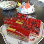 メゾンカイザー - ベリー系のケーキ2種