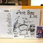 アントビー - カウンターには石ちゃんのサイン(*´エ`*)                              どこの地域にいっても必ず一度以上は見かける石ちゃんの色紙。すごいよね~。