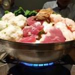 51946545 - 鶏もつ鍋(醤油仕立て)