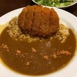 CoCo壱番屋 - 料理写真:メンチカツカレーとシーチキンサラダ (2016.06現在)