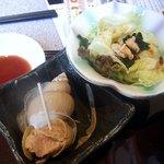 饗庭 - 巻貝とサラダ