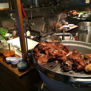 トロットロに煮込んだ豚料理(カームー)