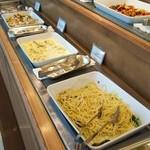ビュッフェレストラン ラフォーレ - ペペロンチーノ、ペンネチーズクリームソース、ガーリックピラフ、温野菜