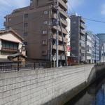 はし本 - 神田川に面しています