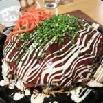 あこめの浜 - 広島風モダンミックス焼。 海鮮とそばとたっぷりのキャベツ入りで、とてもボリュームがあります。 ビジュアルもとてもキレイです。