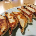 あこめの浜 - 門際焼き餃子。 中身は美豚(びとん)の肉餡です。餃子は隣の門際飯荘でテイクアウト販売もされてます。