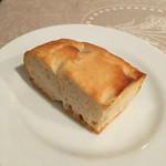 51960169 - 本日のパン 玉ねぎを練り込んだフォカッチャ