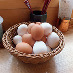 卵庵 はしたま - 卓上に置かれた食べ放題の玉子