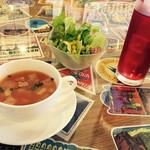 Cafe Contigo - ミネストローネスープ  サラダ クランベリージュース♡