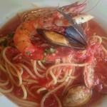 トラットリアピッコロ - 海の幸のトマトソースパスタ