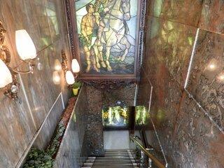 古城 - 外観の地下1階入口への風景です