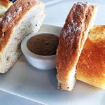 ブラッスリーオザミ - お約束のパンとリエット。