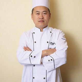 伝説の料理をつくる高級厨師
