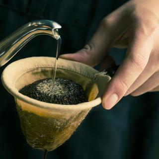 コーヒーはネルドリップ、豆は知る人ぞ知るローチの豆
