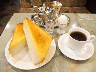 王城 - モーニングセット 700円 のボイルドエッグ、厚焼バタートースト、コーヒー