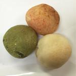 51971721 - 明太子、プレーン(チーズ)、抹茶 各80円