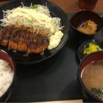甲南パーキングエリア(上り線)スナックコーナー - ロースとんかつ定食 ¥700- (2016.6.7)