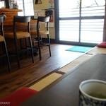 とん香 - 2016年4月 座敷とL字カウンター