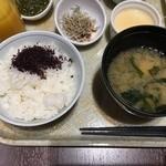 51980115 - ごはん(群馬産ひとめぼれ)・ゆかり・味噌汁(豆腐とわかめ)