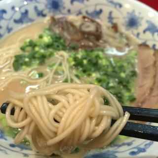 博多ラーメン まるひで - 麺は本場博多から取り寄せている超極細麺です♪