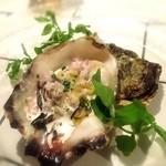 ビストロ チック - フレッシュオイスター 「尾崎の牡蠣」 赤ワインビネガーとクリームソース