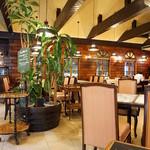レストランオオタニ - レトロな雰囲気の店内