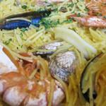 マドリード - 専用パスタと魚介類がいい塩梅で煮込まれてます