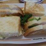 コメダ珈琲店 - ◆「ミックストースト(580円)」・・具材タップリで美味しいサンド。