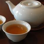 瀘川 - お茶はポットでくれる