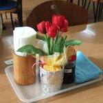 妙高SA下り線スナックコーナー - かわいい紙製のお花です。