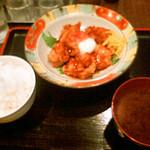 季節料理 学 - 鶏の唐揚げ温玉のせ定食