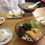 芦池更科 - 肉そば750円   冷やしきつねうどん700円   おにぎり110円