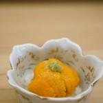 与多呂 - ウニご飯です、残念ながら淡路由良の赤ウニとは行きませんでした、北海道の紫ウニですがミョウバン臭もなく美味しいウニでした