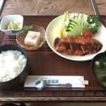小松島保養センター 長楽苑温泉 - トンカツ定食 ご飯とみそ汁の蓋を取った後