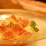 ローズ・エ・ロメオ - 料理写真:桃と生ハムの冷たいパスタ