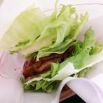 52011545 - モスの菜摘・テリヤキチキン¥360、少しだけZoom!!!(ハンバーガーの撮り方、うまくなりたいです・・・)