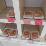 浮間かにパン - 料理写真:店内