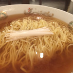 ajinochuukahagoromo - チキンエキストラクトとお醤油をもとのあじでつなぎ、ボヨボヨの麺と合わせたものには一種普遍な旨いと感じさせるポイントがある