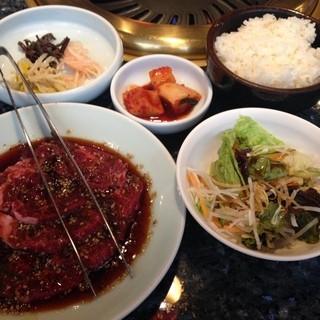 田町 漢城軒 - ランチ。これにチゲスープ付き。美味しい〜