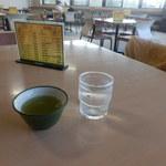 52018580 - セルフの緑茶とお水