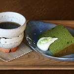キモノスタイルカフェ - キモノスタイルカフェの一番人気!オリジナルコーヒーの「萩珈琲」は、お客さんの7割以上の方がブラックで飲まれるまろやかさが特徴。お好きなシフォンケーキ(抹茶、チョコ、バニラメープル)とセットで80円引とセットがお得!