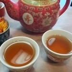 52019364 - ポットの冷たいジャスミン茶は、うれしい。