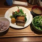 たもり - 料理写真:日替わりランチ ¥1000  (メインは、塩サバ焼き)