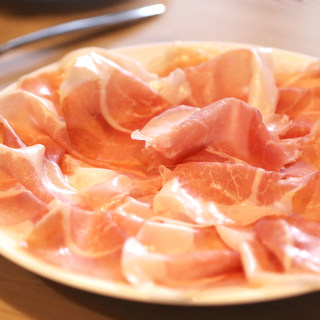 『お皿いっぱいのイタリア・パルマ産24ヶ月熟成生ハム』
