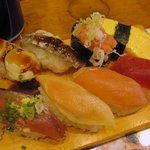 まわるお寿司 うみ - 「日替8巻セット みそ汁付き(\500)」のアップ。