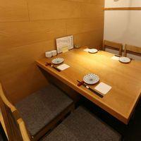接待向きの席4名様テーブル席