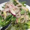 アワーズ - 料理写真:ロメインレタス・ローストチキン・アボカドのサラダ