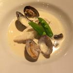 リストランテ リナッシェレ ドウジマ - 魚介と共にオーブンで仕上げた白身魚のクリーム仕立て