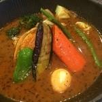 52025978 - 非常に柔らかなチキンに加え、北海道産の野菜をふんだんに盛り込んだ、豪華なスープカレーです(*´-`*)
