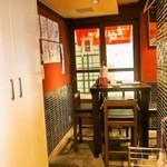 初かすみ酒房 - 店内(テーブル席)